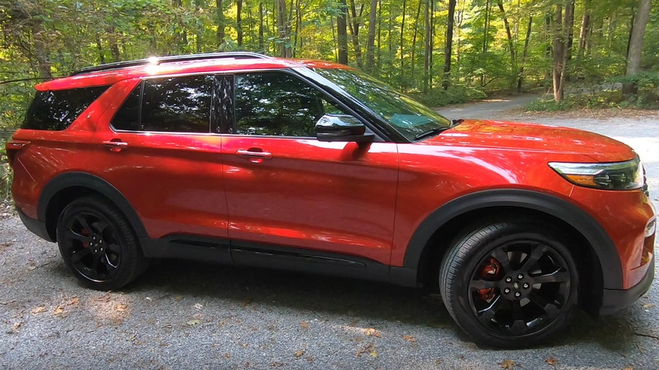 试驾: 的 2020 Ford Explorer ST is a sportier utility vehicle