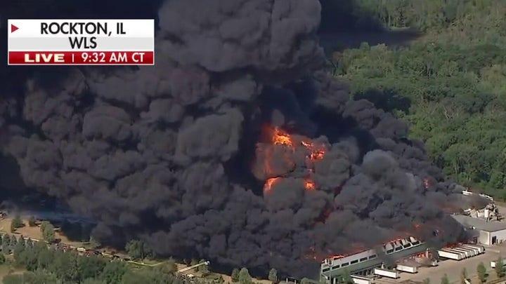 Illinois chemical plant explosion sparks massive fire