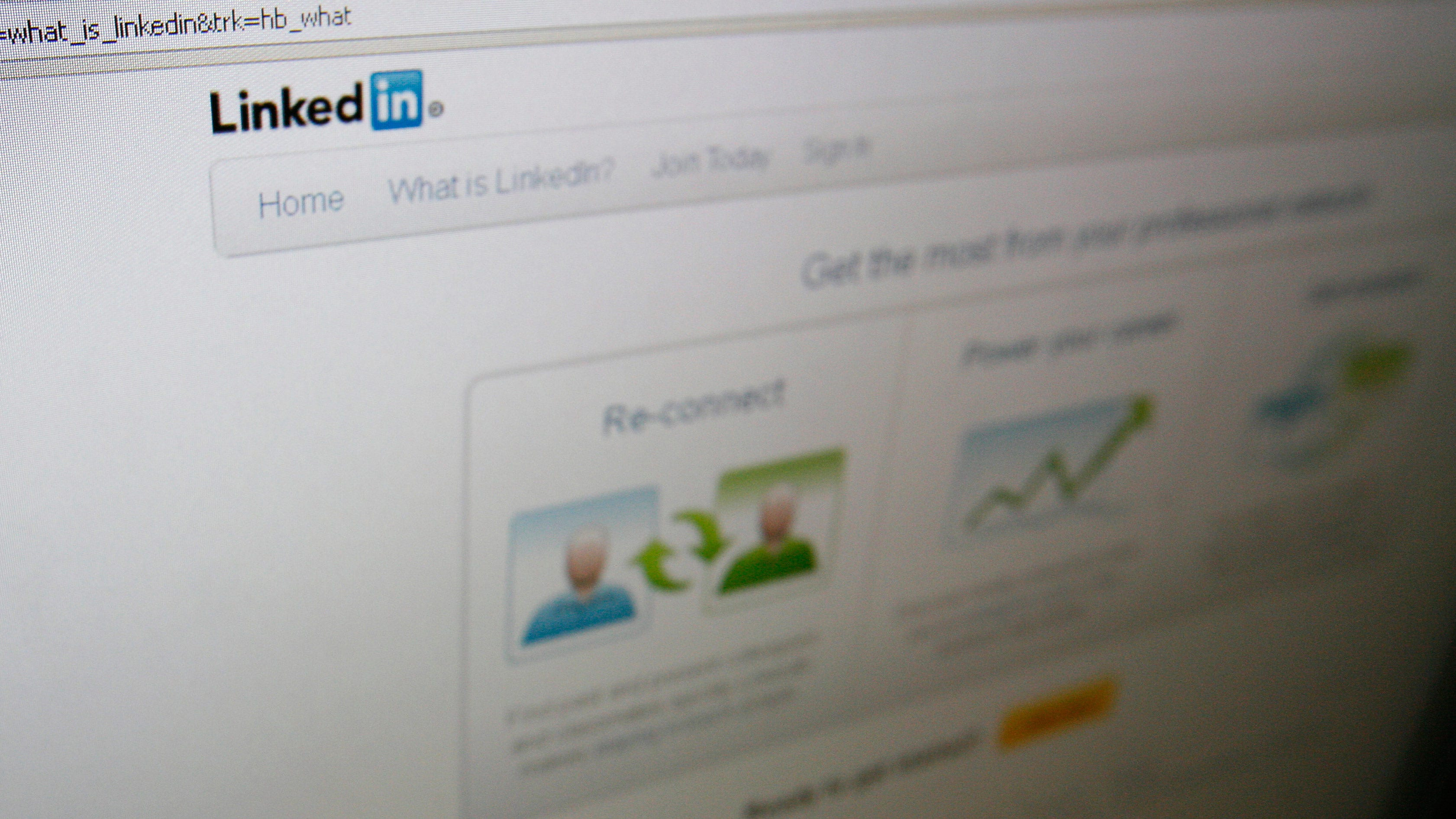 LinkedIn Shares Jump 21% as Analysts Praise Earnings