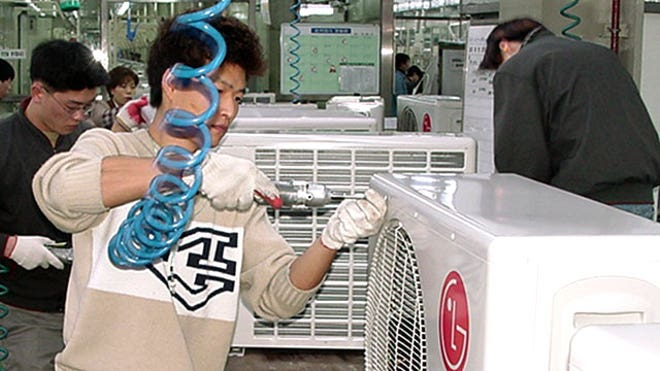 Air-Conditioner-Factory-Workers1