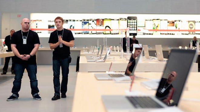 Apple-Store-New-York-City-Inside