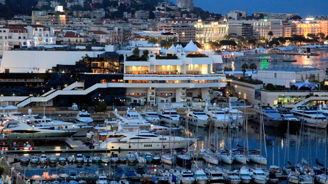 Cannes-Festival-Palace-boats
