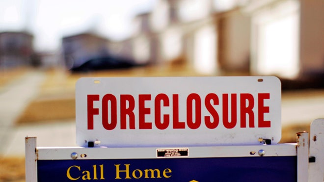 Foreclosure-Sign-House-Real-Estate