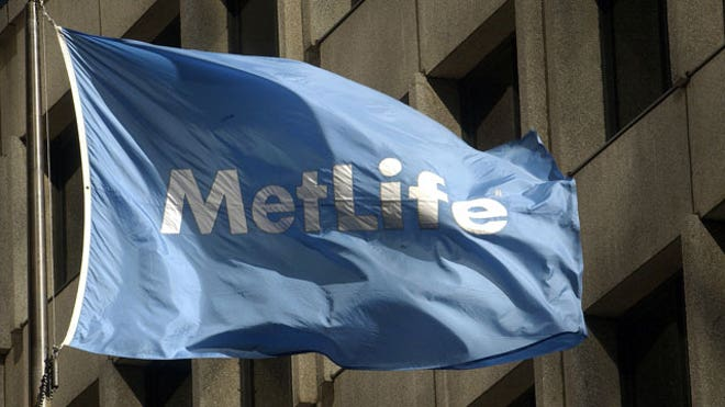 MetLife-Flag-at-Headquarters