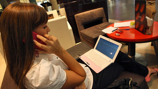 Netbook-Laptop-Woman-Phone-Computer-Lap-Cafe