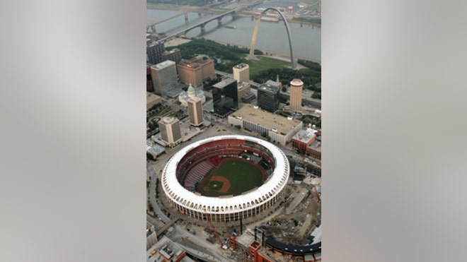 Saint-Louis-Arch-Baseball-200-300