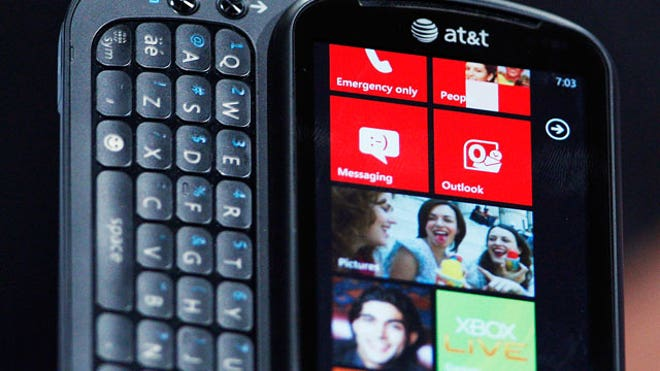Windows-Phone-7-LG-Device-Close-Up