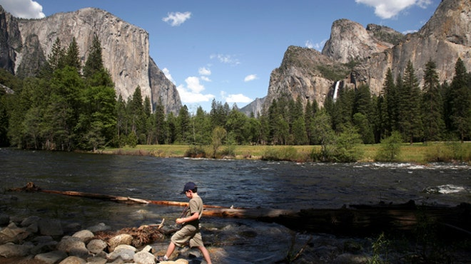 Yosemite-National-Park-Merced-River