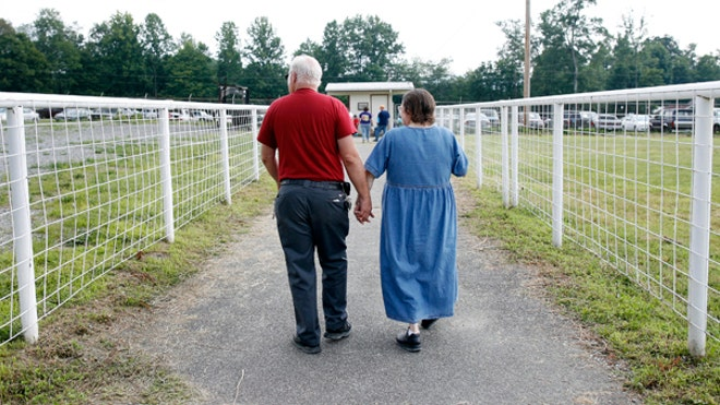 retirement_couple_walking