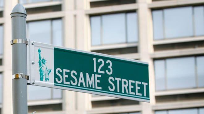 sesame-street-street-sign