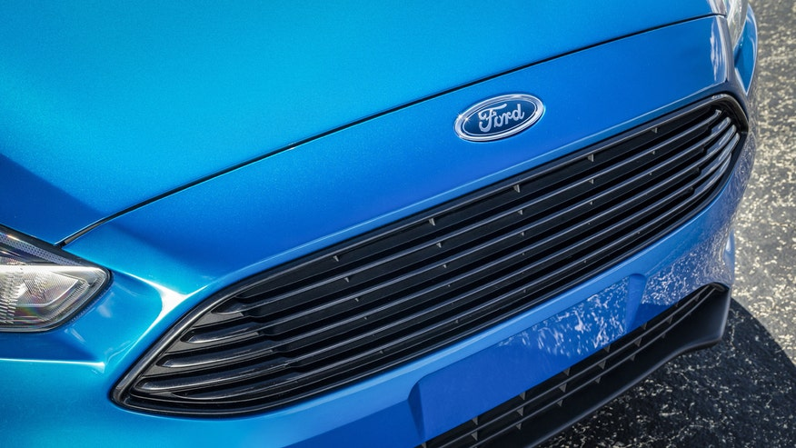 Ford Focus grille, Ford logo