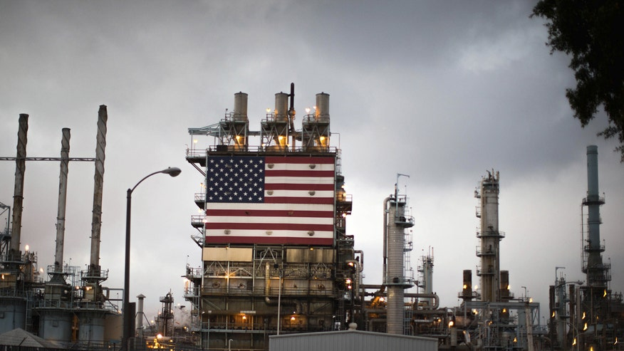Refinery with U.S. flag, oil and gas, energy