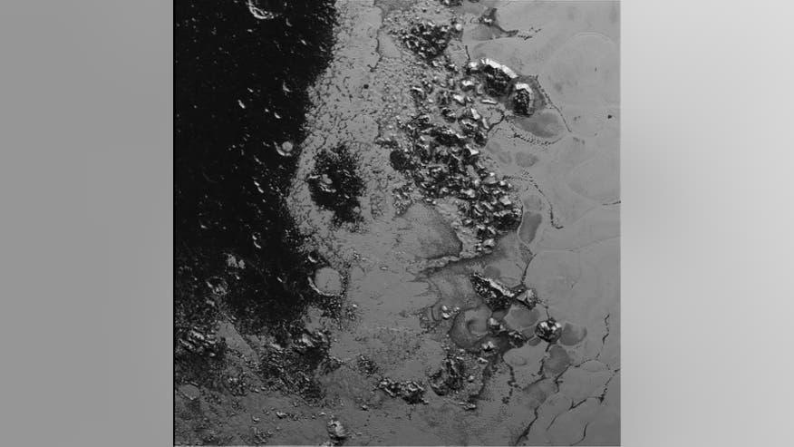 NASA опубликовало первые детальные снимки поверхности Плутона