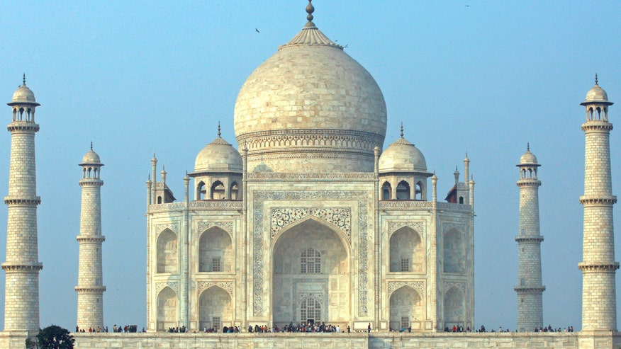 Taj Mahal gardens found to align with the solstice sun