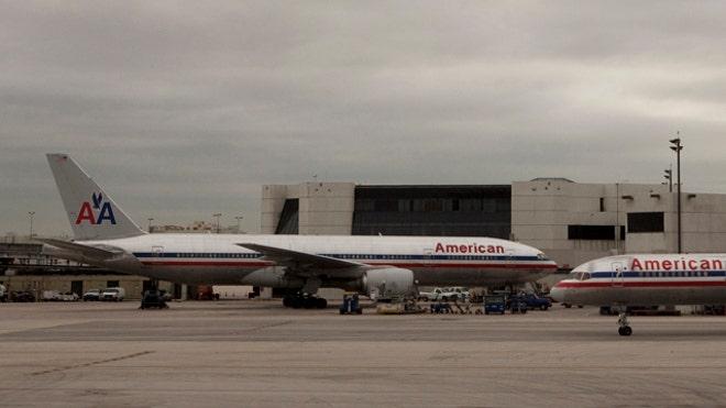 MiamiAirportAmericanAirlines.JPG