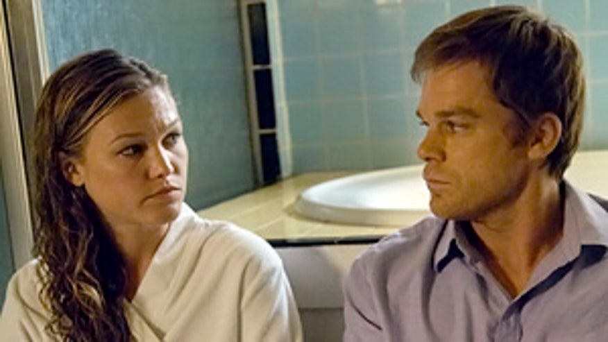 101119julia-stiles-michael-hall-dexter1