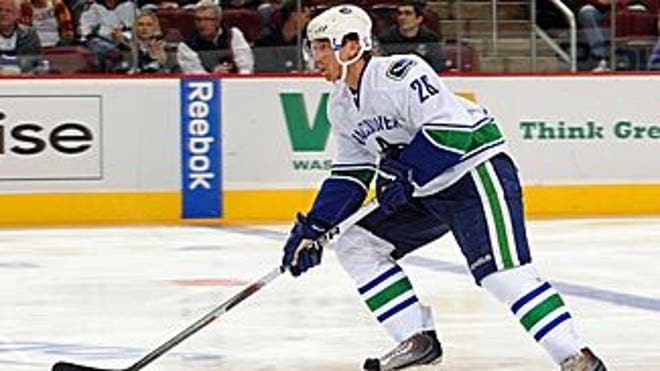 samuelsson_canucks_action_325x183