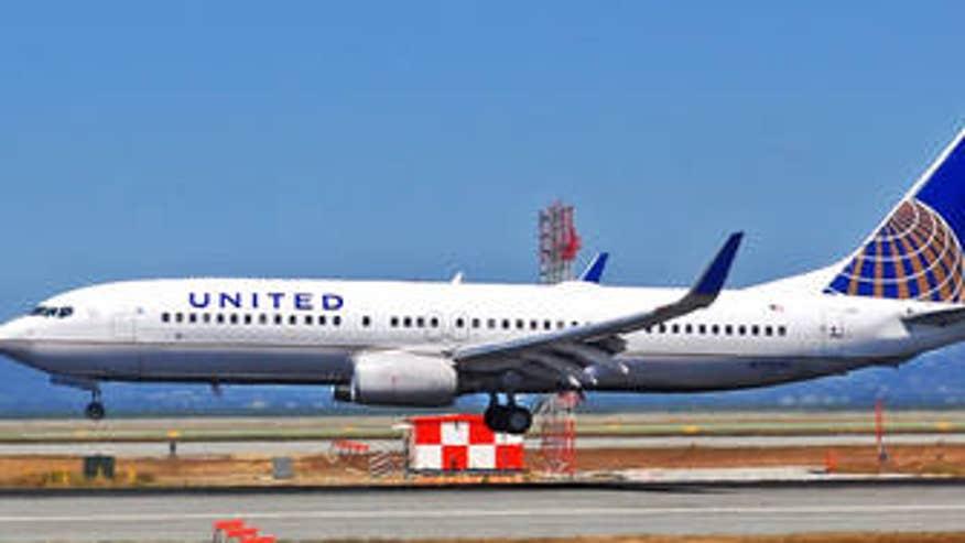 100213-United-Airlines-Taking-Off-DG-PI_20131002150513787_335_220