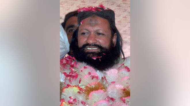 Pakistani police gunned down one of the country's most-feared Sunni militant leaders and  followers in a mysterious pre-dawn shootout Wednesday, killing a man believed to behind the slaughter of hundreds of the nation's minority Shiites.