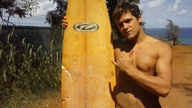 Hawaii surfer escapes shark attack by throwing punches