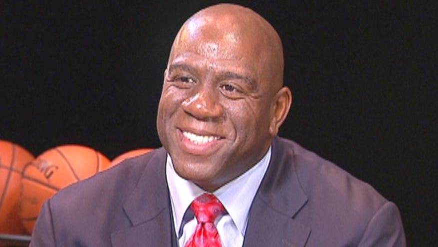 White House taps Magic Johnson, Alonzo Mourning to promote ...