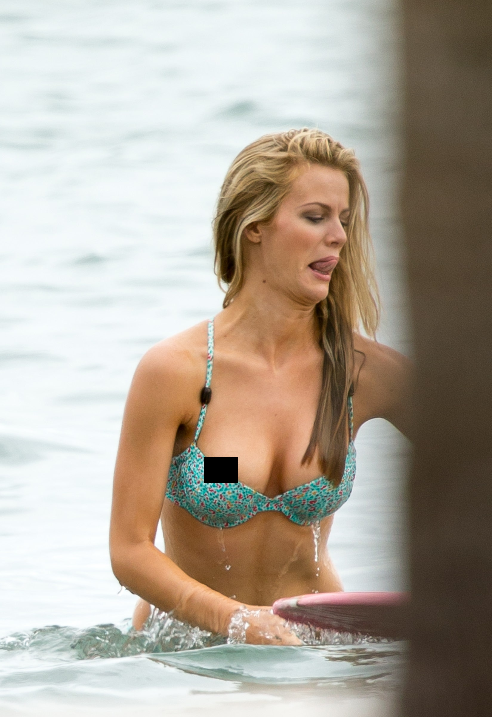 Displaying 20> Images For - Bathing Suit Malfunctions