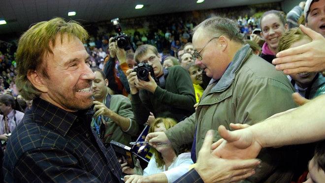 Chuck Norris Greets Fans