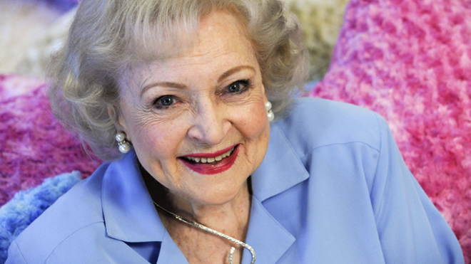 betty white smiling 640