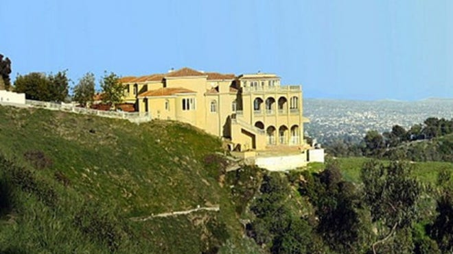 Hollywood hills mansion haunted cursed definitely for for Hollywood mansion for sale