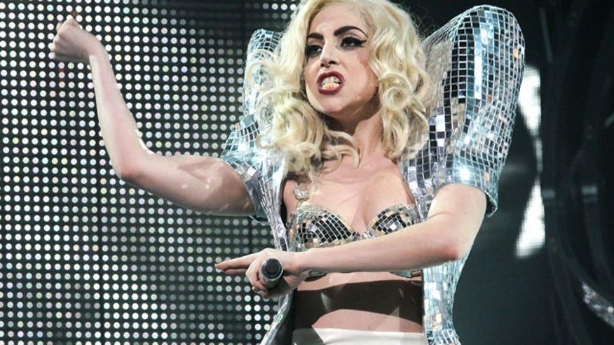Gaga Performing 640