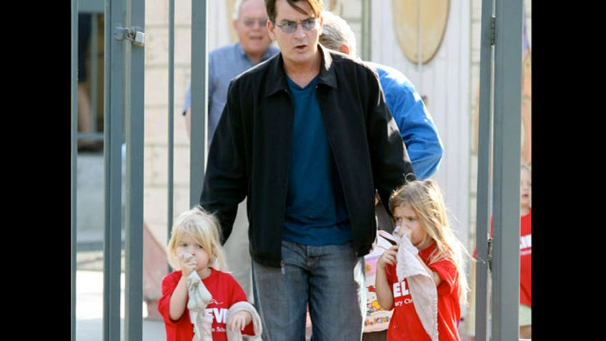 Charlie Sheen With Daughters 640
