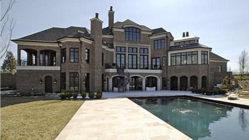 Celebrity homes leann rimes 39 tennessee mansion price chop for Nashville tn celebrity homes