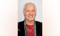 A man who acknowledged stealing the luggage of s rocker Peter Frampton at Denver International Airport has been given a -day suspended jail sentence followed by two years of probation.