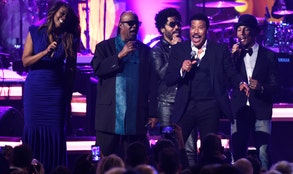 Rihanna, Usher, Stevie Wonder and John Legend paid tribute to Lionel Richie in a musical tribute touching on his roots in RB to his string of romantic, easy-listening ballads that ruled the airwaves in the s.