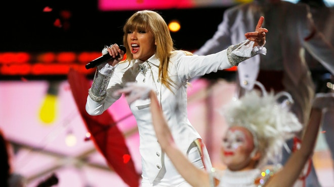 Taylor Swift Grammys Reuters 660.JPG