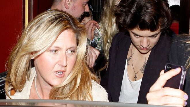 harry styles dines with rod stewart and his family at dan tana s they