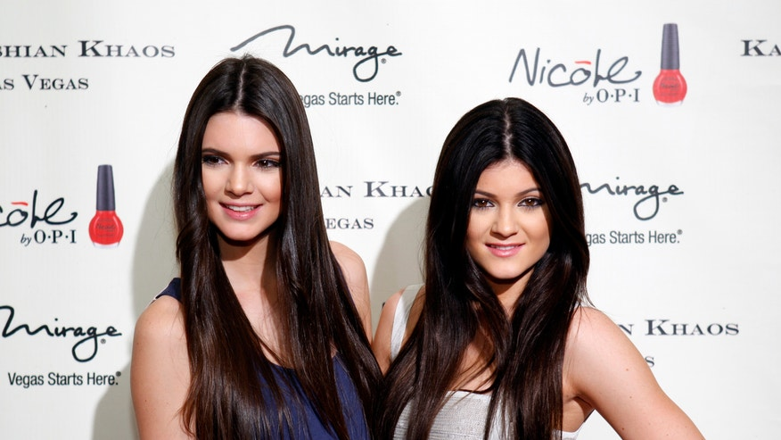 Kendall Jenner and Kylie 660 Reutesr.JPG