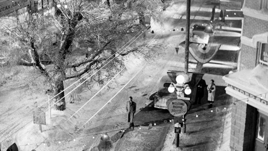 Never Before Seen Photos From The 39 It 39 S A Wonderful Life 39 Snow Covered Set Fox News
