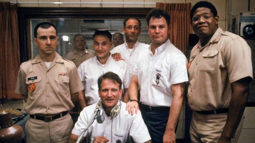 cast robin williams good morning vietnam FC.jpg
