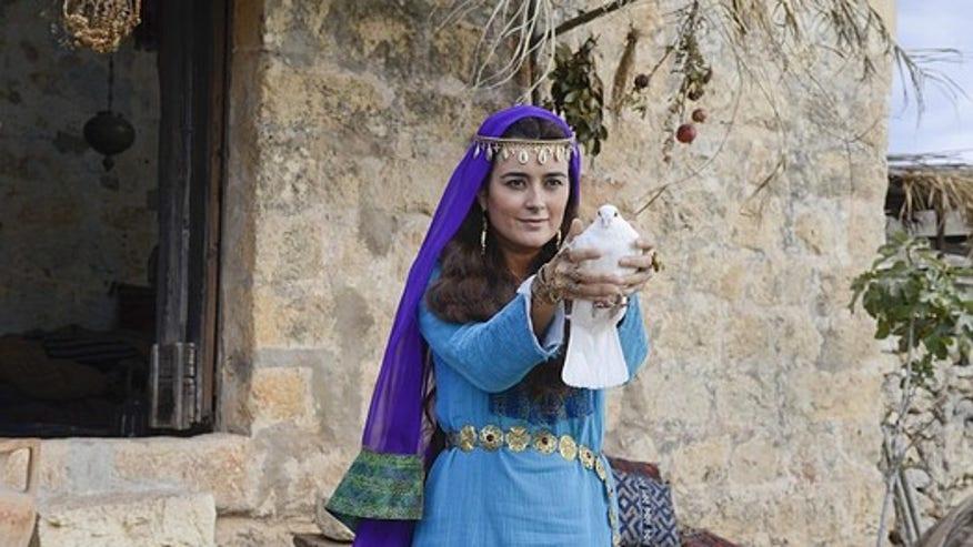 Cote de Pablo in 'The Dovekeepers': Women of Masada ...