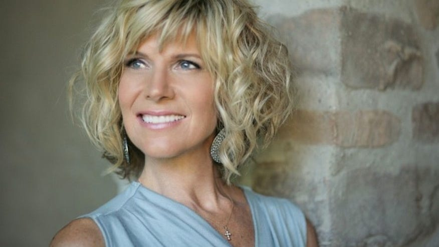 Debby Boone talks living at Frank Sinatra's house, defends dad against ...