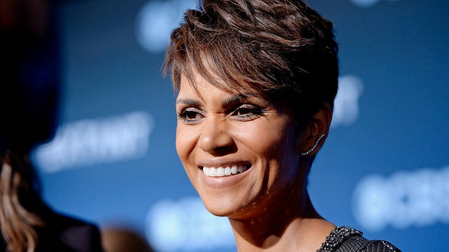 halle berry big grin reuters.jpg