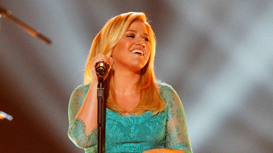 kelly clarkson teal dress reuters.jpg