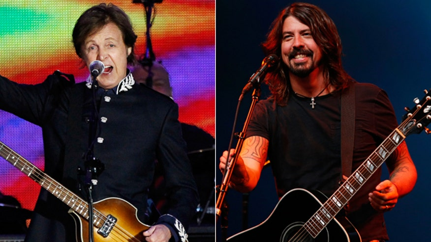 paul mccartney and dave grohl 660.jpg