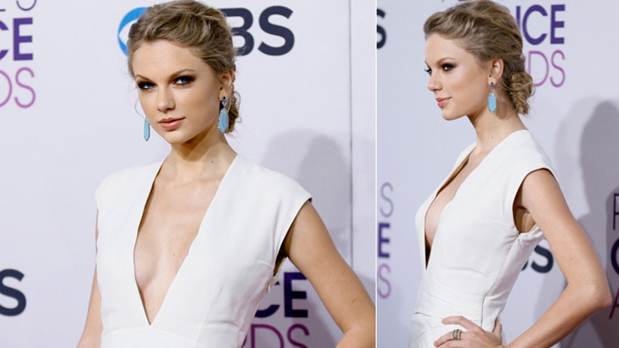 taylor swift deep v split 660 reuters.jpg