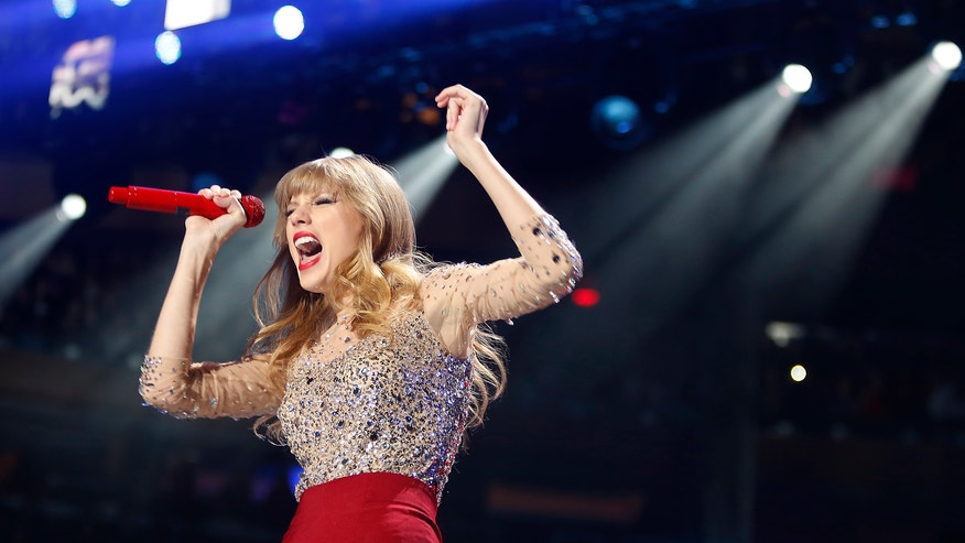 taylor swift singing 660 reuters.JPG