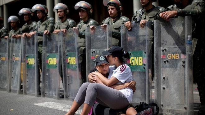 Venezuela Riot Police.jpg