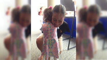 A -year-old girl born without arms got the chance to meet someone who looked just like her— and happens to be the first-ever armless pilot.