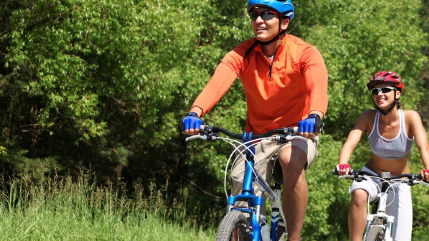 couple_biking_outdoors_grass_istock660.jpg