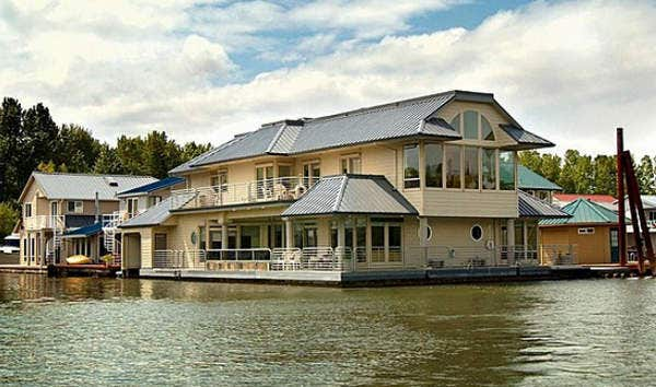 9 fantastic floating homes for sale slideshow fox news ForFloating Homes Portland